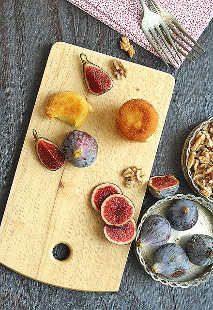 Queso frito con higos y nueces by SandeeA Cocina, via Flickr  {Deep-fried Babybel}