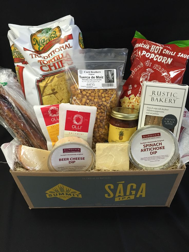 How cute is this Superbowl Box from @surdykscheeseshop with everything you need for the party. Contains: Marieke Smoked Gouda, 6 Year Widmer Cheddar, Spinach Artichoke Dip, Beer Cheese Dip, Ginger Pineapple Salsa, Napoli and Pepperoni salaminis, Tuerca de Maiz, Sriracha Popcorn, Tortilla Chips, Pretzel Sticks, and Flatbread Crackers.The party in a box for $70 available @surdykscheese shop today!