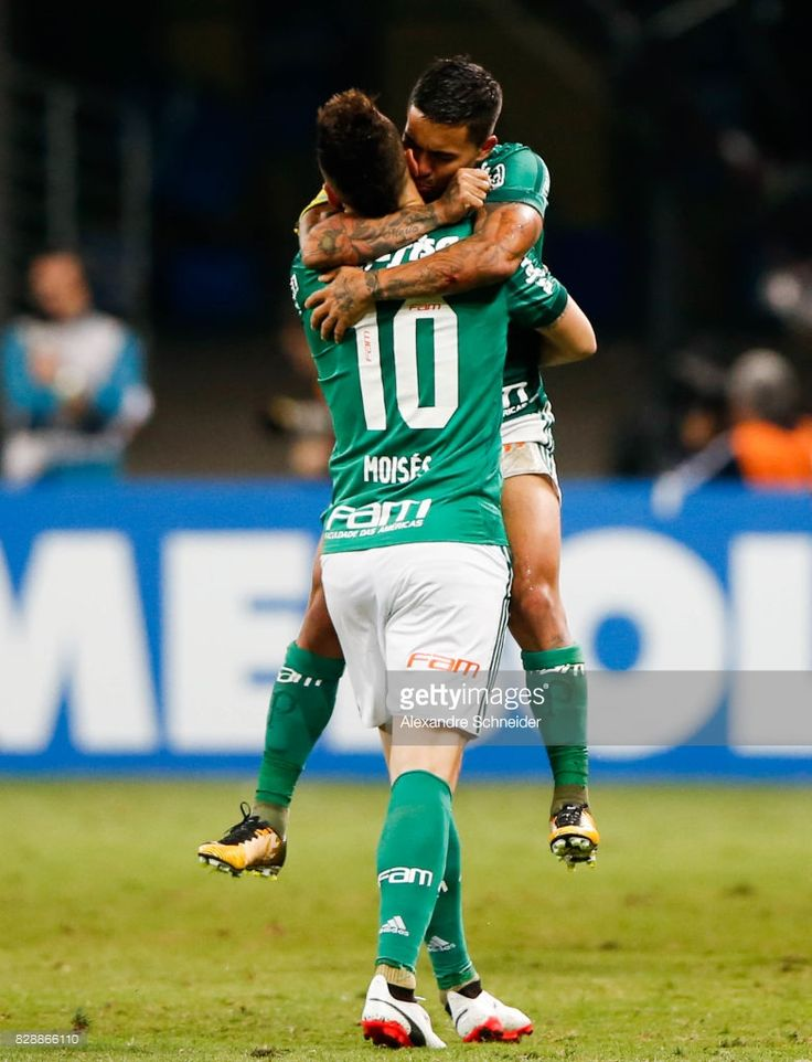 Moises #10 of Palmeiras celebrates their first goal during the match between Palmeiras and Barcelona de Guayaquil for the Copa Bridgestone Libertadores 2017 at Allianz Parque Stadium on August 09, 2017 in Sao Paulo, Brazil.