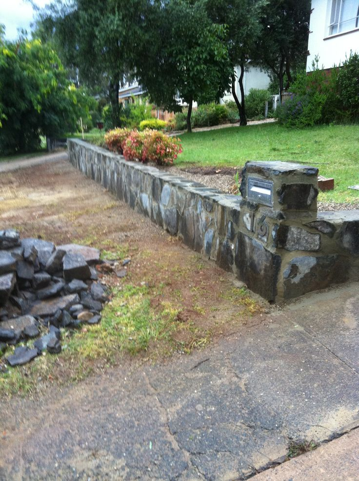 7 best images about stone retaining wall on pinterest for Stone retaining wall design
