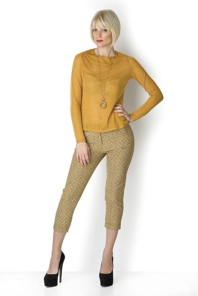 ΜΠΛΟΥΖΑ ΔΙΑΦΑΝΗ ΚΡΟΚΟ - Φοριέται με όλες τις φούστες και τα παντελόνια μας, από το πρωί μέχρι το βράδυ αλλάζοντας αξεσουάρ. Μπορεί να είναι η ήσυχη συνέχεια μιας πιo φλύαρης φούστας. Με ένα ιδιαίτερο κόσμημα φοριέται και βράδυ.