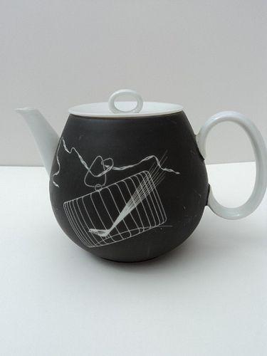 "Tea Pot ""Papageno""  (Raymond Loewy for Haviland/Thomas/Rosenthal)"