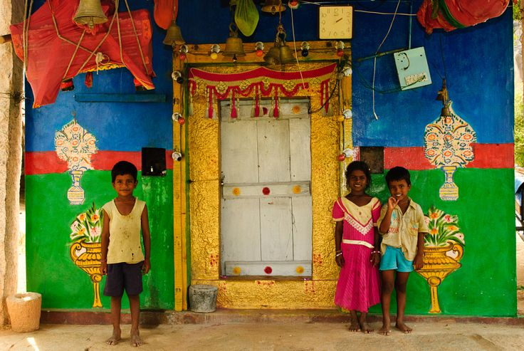 Kids Outside a Hindu temple in Hampi #photos #photography #artiagarwal #travel