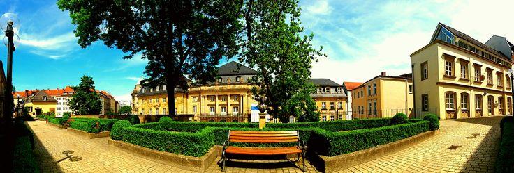 ☕ Guten Morgen ☕ Heute wieder ein wunderschöner Blick nach #Bayreuth am #Schloßberglein dahinter der #Opernplatz mit #WittelsbacherBrunnen #Operncafe #Operhaus #Panoramafoto by Olaf Timm ich wünsche dir einen angenehmen  Donnerstag  www.gasthof-pension-entenmuehle.de