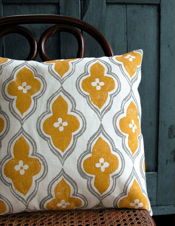 16 x 16 gray and yellow ochre ogee on white linen by giardino