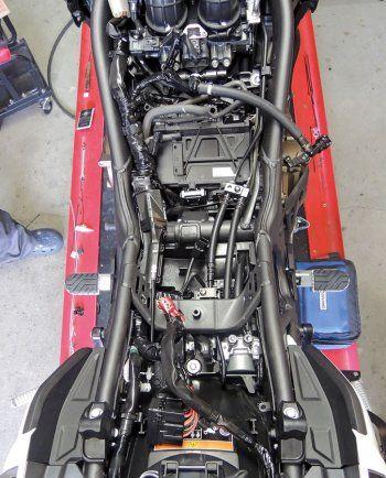 Ein Kettenöler und Heizgriffe, die automatisch temperaturabhängig gesteuert werden? CLS Evo ist die Lösung für alle Motorräder mit Kettenantrieb ...