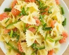 Salade de pâtes à l'avocat et au saumon fumé (facile, rapide) - Une recette CuisineAZ