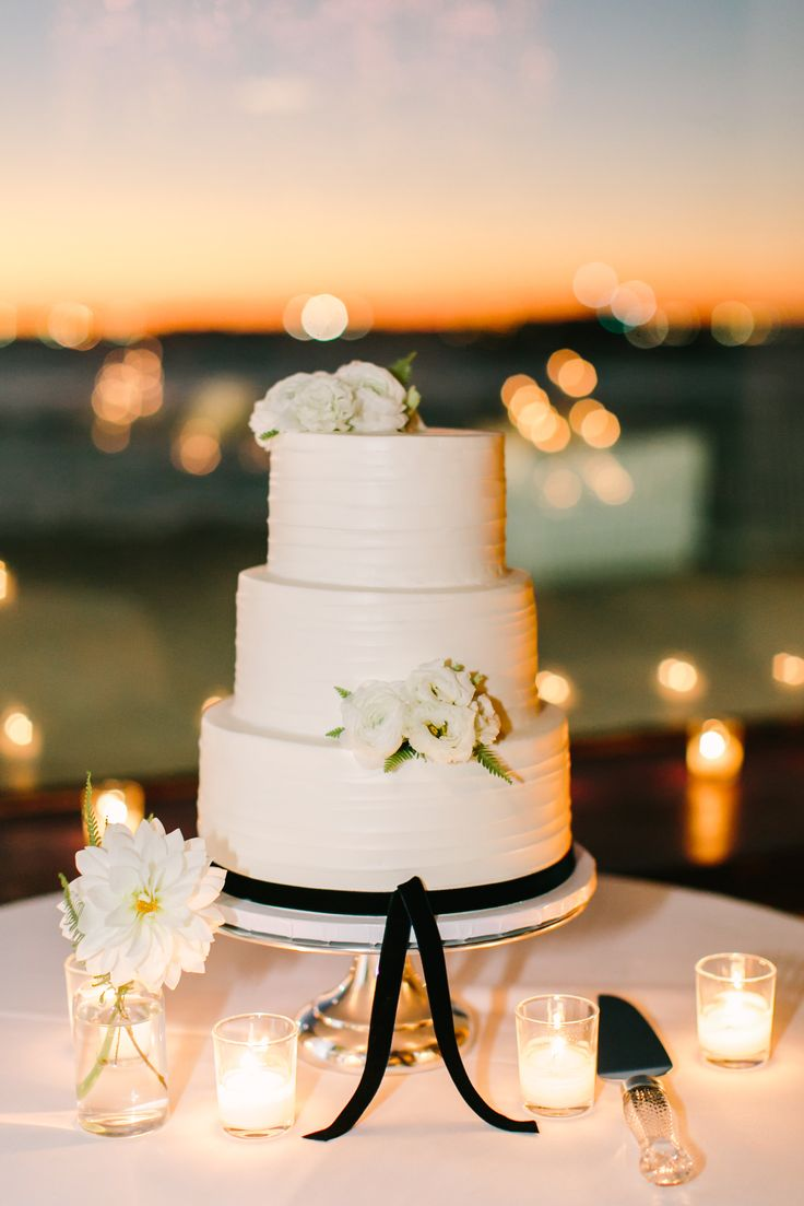 wedding cakes northern new jersey%0A New Jersey u    s Wedding Cake Destination  The Vintage Cake  Where  professionally trained pastry chefs make cakes that taste as good as they  look