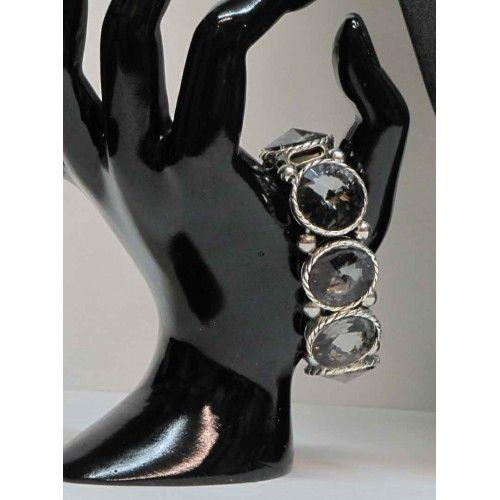 Bracelet élastique de couleur argent serti de pierres grises.