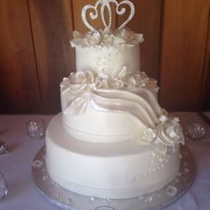 Edible Cake Decorations Diamonds : 25+ best ideas about Diamond wedding cakes on Pinterest ...
