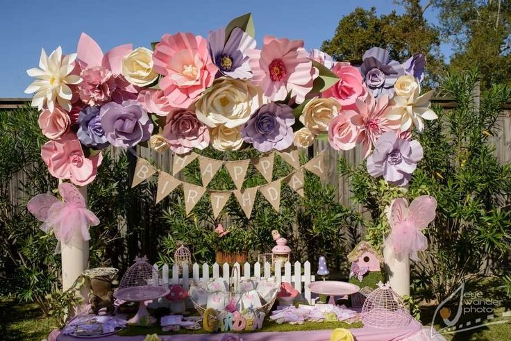 Garden Party Ideas:  Love all the big paper flowers.