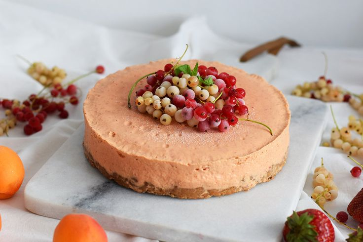 Raw ovocný dort s mandlovým korpusem