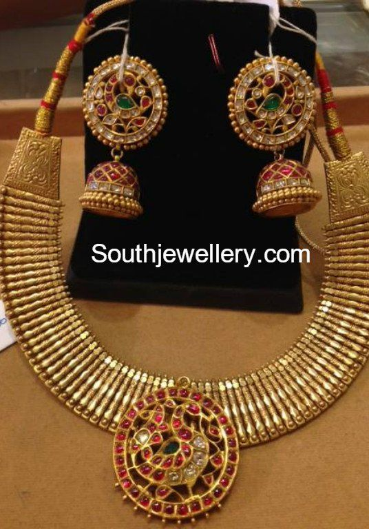 http://www.southjewellery.com/wp-content/uploads/2017/03/22-carat-gold-necklace-jhumkas.jpg