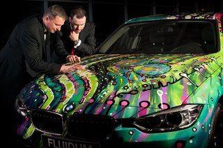 Grupo distribuidor Dycom de Karlovy Vary, República Checa, encontró una nueva manera de combinar a los dos mundos diferentes - auto de primera calidad y el gran arte. La idea era simple: dar al artista un nuevo coche BMW y la libertad creativa para hacer que el coche sea único. Para la participación en el proyecto fue invitado el artista checo Andy Reiben, que es miembro de la Galería de Arte Buyfeel.