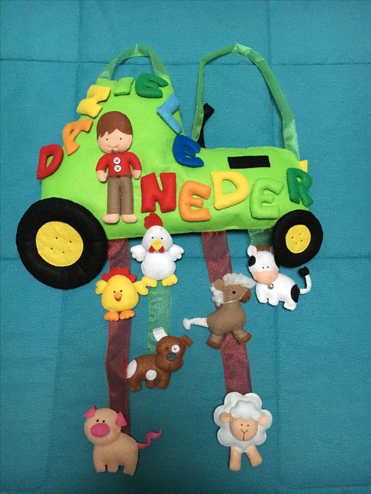 Trattore con contadino e animali della fattoria in pannolenci. Idea regalo per nascite e compleanni
