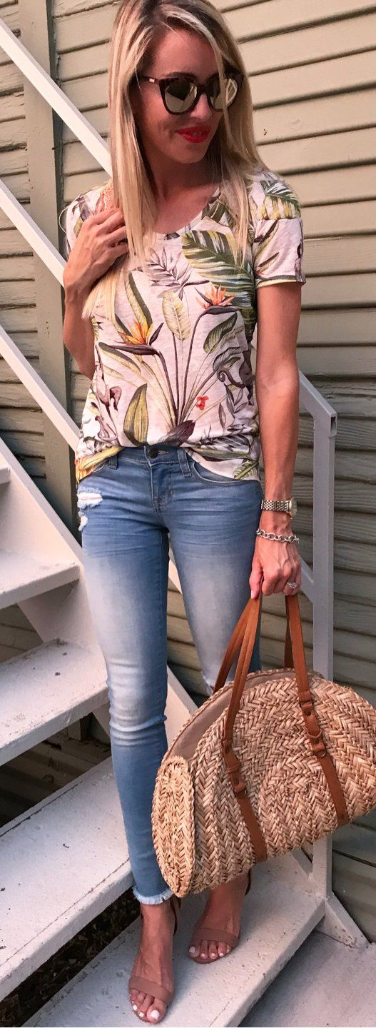 #summer #outfits Date Night With My Mom Tonight .. Such A Fun Time For Her Last Night Here  ! My Top Is Part Of A Big Memorial Day Sale And Is 40% Off Making It Less Than $30!!!!