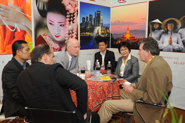 Attendees meeting on site at Cruise Shipping Asia-Pacific with an exhibitor.