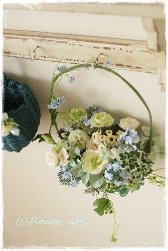 【今日の贈花】夏のブルーなハンギングリース Flower note の 花日記 (横浜・上大岡 アレンジメント教室)