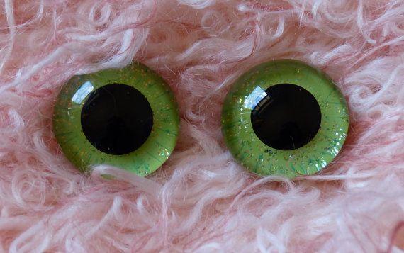 22mm Hand Painted German Glass Eyes 1 pair Green by BearsnBitz