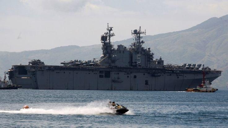 El buque USS Peleliu de la Armada de EE.UU. en las costas de Filipinas