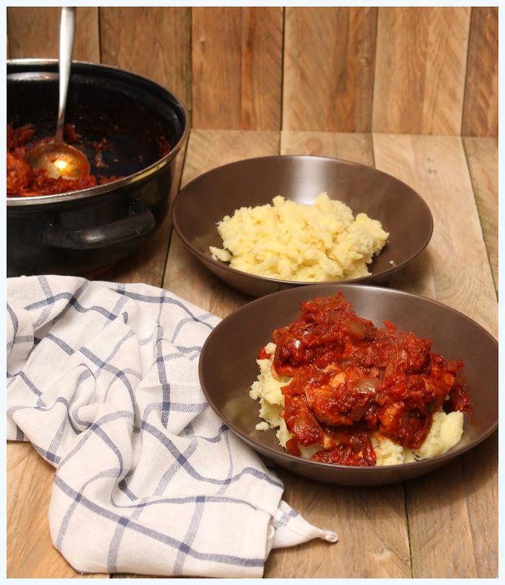 Kip in Italiaanse tomatensaus met bloemkool-aardappelpuree
