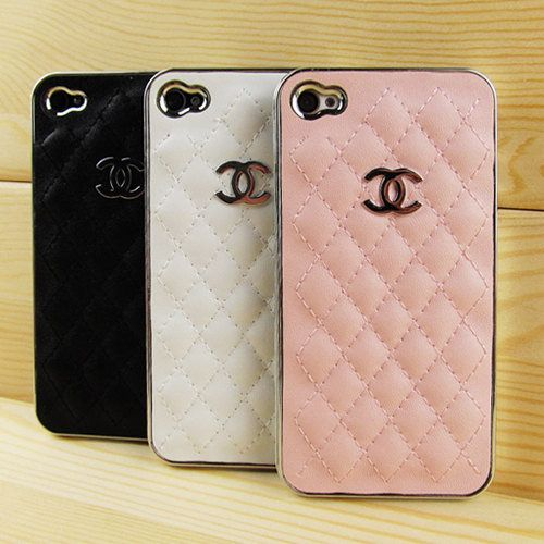 It's times like these that I wish I had an iphone...adorable Chanel phone case