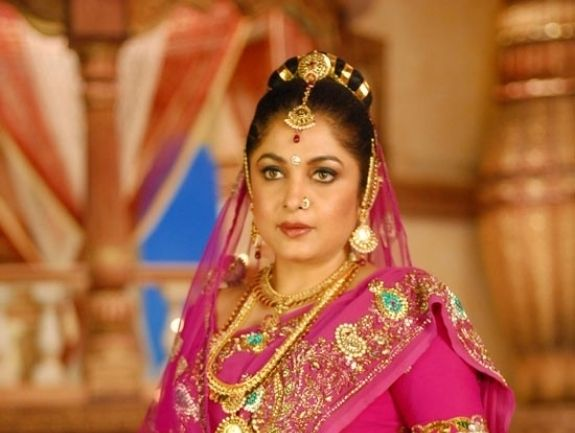 #RamyaKrishnan is back in #Vishal's #Aambala -  Actress Ramya Krishnan, who was last seen in Rama Narayanan's Kutti Pisaasu, is all set to play a pivotal role in Vishal - Sundar C's Aambala...  Read More: http://www.kalakkalcinema.com/tamil_news_detail.php?id=7637&title=Ramya_Krishnan_is_back_in_Vishal%27s_Aambala