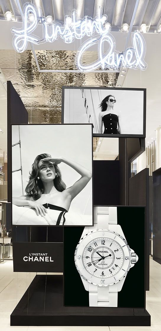 La boutique éphémère horlogère de Chanel au Louvre http://www.vogue.fr/mode/news-mode/diaporama/la-boutique-ephemere-horlogere-de-chanel-au-louvre/19818#!2