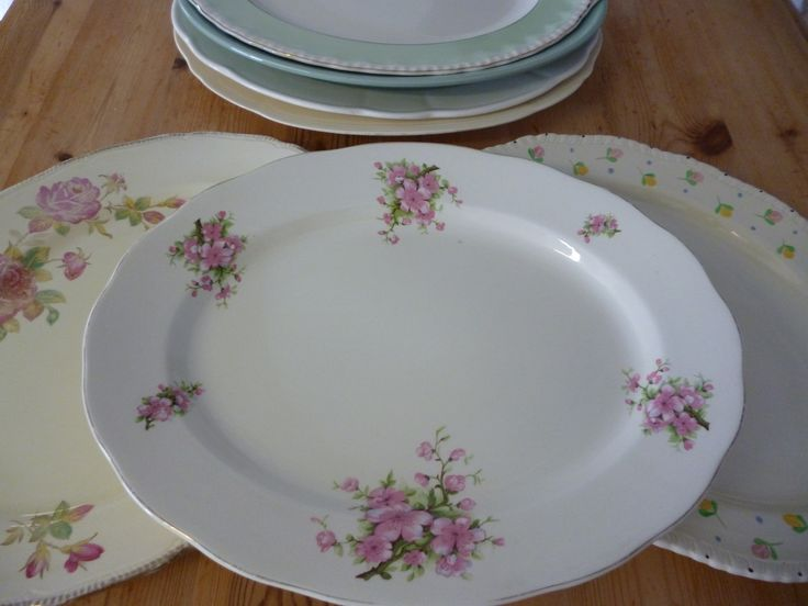 Large vintage platters are a very elegant way to serve canapes to all your guests...while smaller ones are a great alternative to dinner plates (plus you can get a bit more food on them!!)