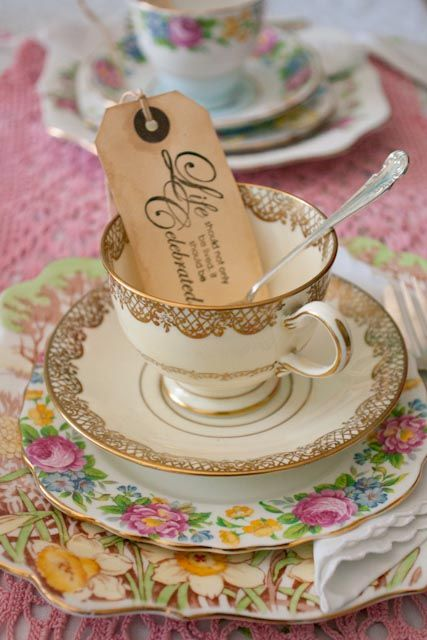 Vintage china table settings by Itsy Bitsy Vintage.