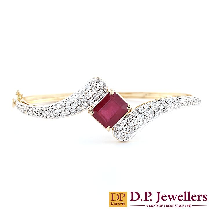 Beautiful Ruby holded by the diamond hands! #diamonds  #ruby #trendy #happiness #joy #jewellery #gold #necklace #bangles #earrings #ratlam #indore #udaipur