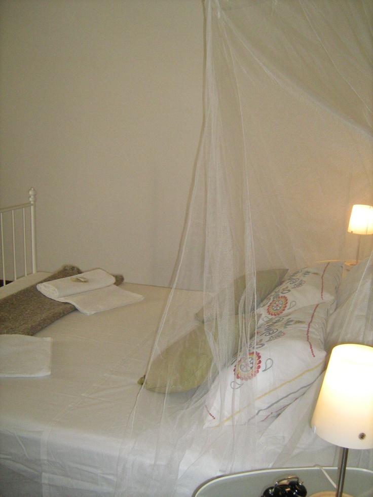 Stanza da letto con zanzariera