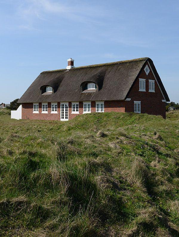 Falder smukt i et med naturen – restaurering af stråtækt hus i Sønderho på Fanø