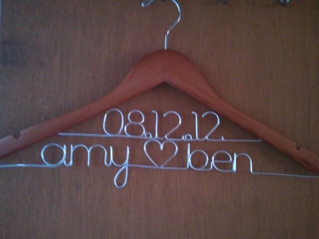 Personalized wedding hanger - the perfect compliment to my gown!Special Gowns, Personalized Wedding, Gift Ideas, Cute Ideas, Cutest Things, Perfect Compliments, Bridal Gowns, Fit Easier, Sisters Bought