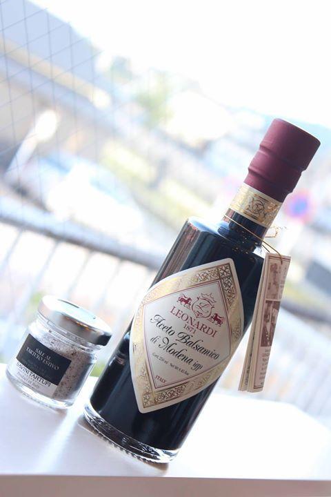 4年ものバルサミコ酢と黒トリュフ塩が再入荷しています ぜひお試しください http://www.paysage.jp - http://ift.tt/1HQJd81