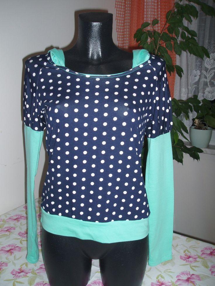 zelené tričko-puntíky a kapucou vel.36-38 tričko s dlouhým rukávem ,horní část rukávu nabraná materiál viskóza 95%+5% elasten,bavlněný úplet barva mentil+ modrá s bílými puntíky raglánové rukávy v pase mírně projmuté rozměry: měřeno v klidu-materiál je velice elastický délka rukávu od krku 69 cm délka trička 58 cm šířka 2x43 cm prát na 30°C žehlit z rubu ...