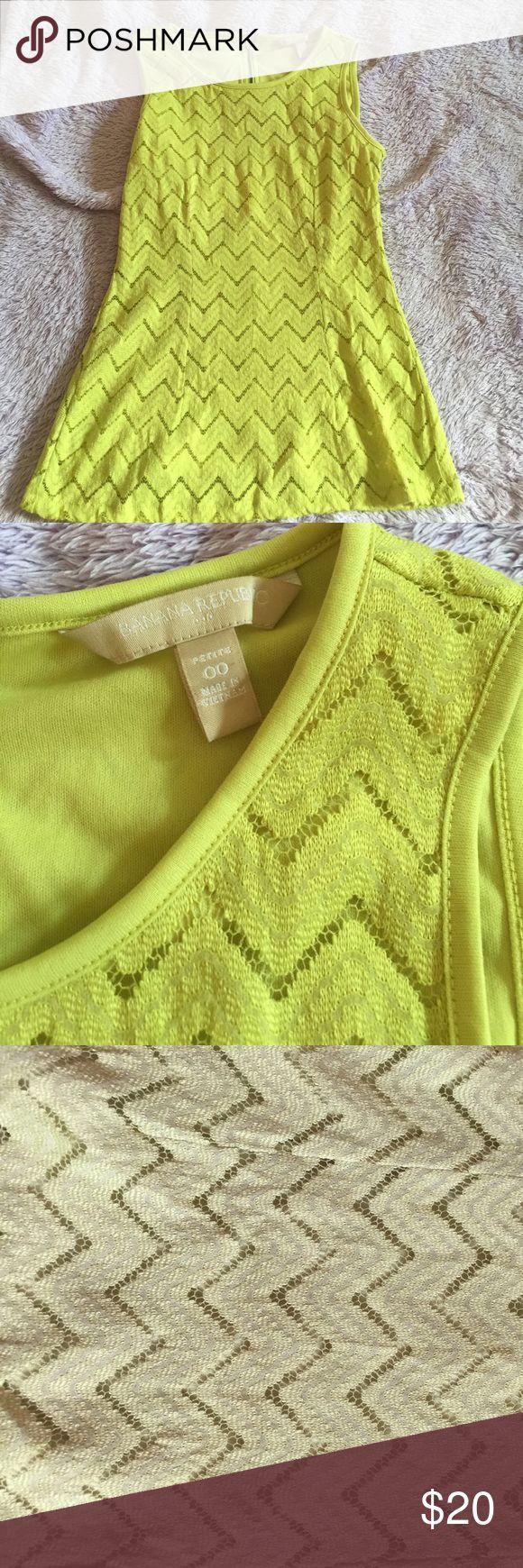 Banana Republic Shirt Green chevron design sleeveless. Zip closure. Banana Republic Tops Blouses