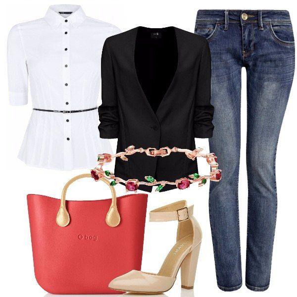 Essere femminili nella quotidianità si può. Indossiamo jeans slim fit, camicetta aderente con cintura in vita con qualche bottone aperto, blazer con maniche a 3/4. Prendiamo la nostra bellissima borsa O Bag rosso fragola, indossiamo décolleté in vernice beige, con tacco a blocco e cinturino alla caviglia. Completiamo con delizioso bracciale con zirconi multicolore, trucco delicato e sorriso smagliante.