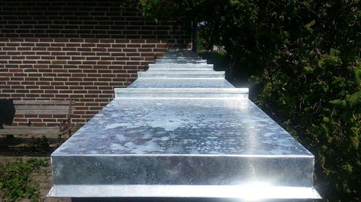 Murkrone-inddækning med stående dobbelt false på halvmur til sikring mod frostsprængning.