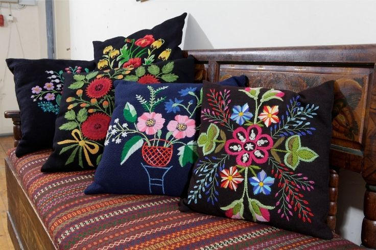 Estonian flower embroidery (Lihula)