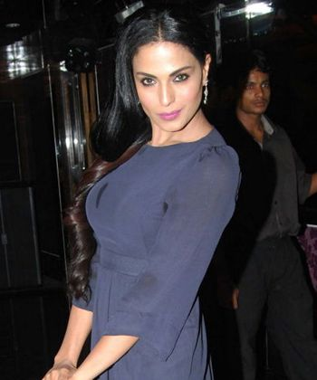 Veena Malik says that she wasn't on talking terms with Ashmit - http://www.bolegaindia.com/gossips/Veena_Malik_says_that_she_wasnt_on_talking_terms_with_Ashmit-gid-35961-gc-6.html