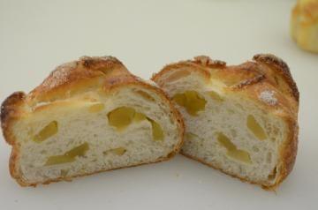 笠間市産の栗とひたちなか市産の干し芋を使ったパン