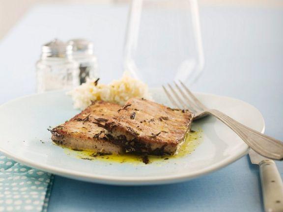 gebratener Thunfisch mit Orangenöl ist ein Rezept mit frischen Zutaten aus der Kategorie Marinaden. Probieren Sie dieses und weitere Rezepte von EAT SMARTER!
