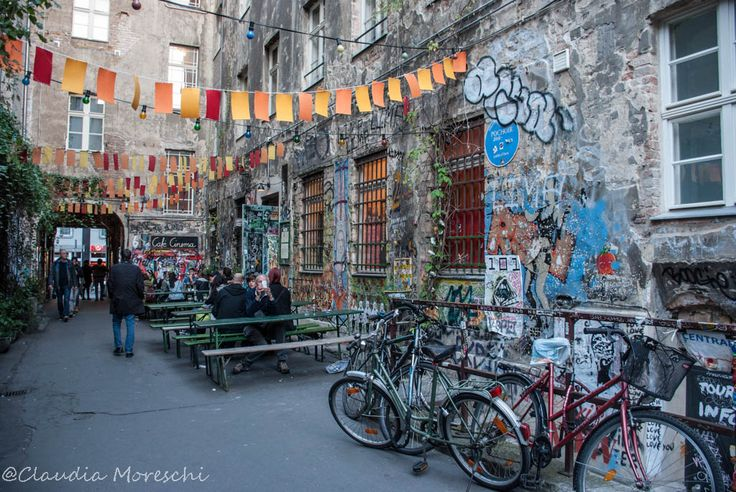 Impressioni di Berlino  http://www.travelstories.it/2015/07/impressioni-di-berlino.html  #berlino #berlin #hofe #berlinhofe #streetlife #graffiti