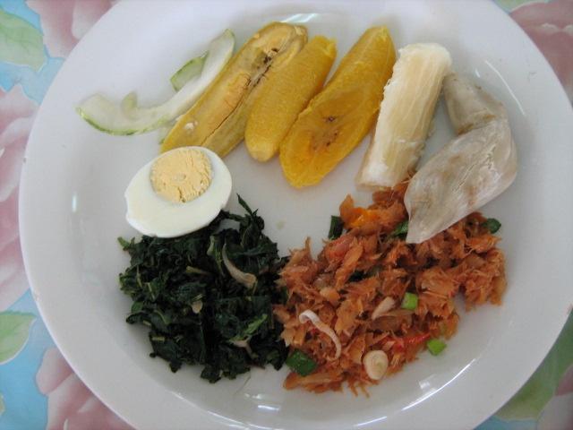 Een traditioneel recept in de surinaamse keuken is Heri Heri. Heri heri is een recept die nog dateert ten tijde van de slavernij. Het is een gerecht die bestaat uit aardvruchten en gezouten vis. Nu in de hedendaagse keuken is er het een en ander toegevoegd...