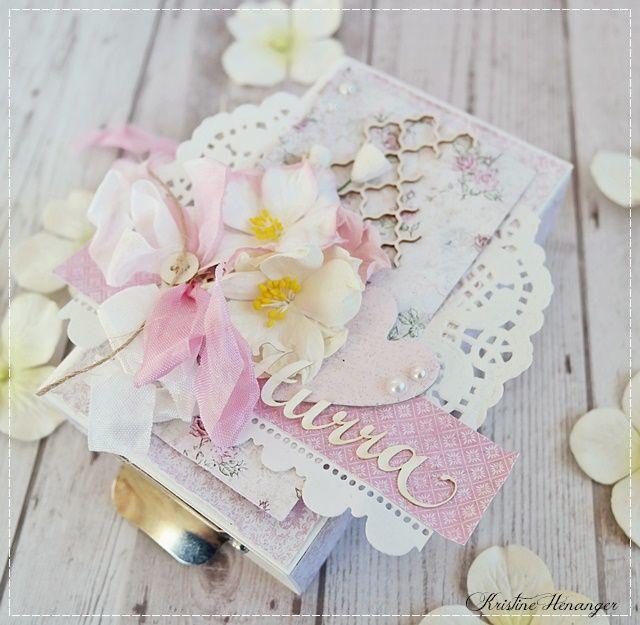 Eskekort laget for og med produkter fra Papirdesign. Nydelige blomster, og papirer ♥