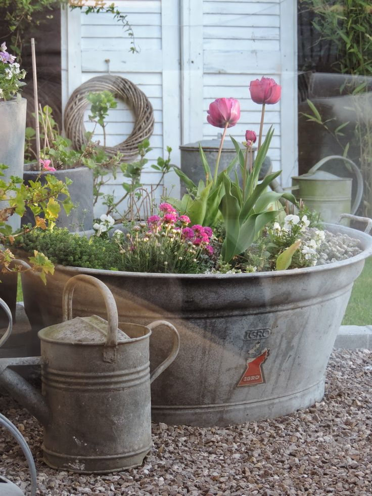 Best 25 wash tubs ideas on pinterest barn window decor for Tin tub planters