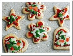 Mini pizza maken met uitsteekvormpjes, bijvoorbeeld in de vorm van een ster #kerstdiner #kinderen