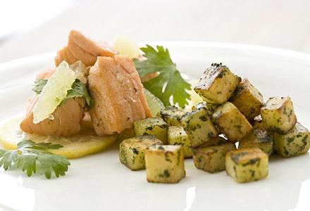 Lachsfilet mit Pesto-Kartoffelwürfeln
