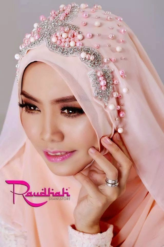 Beautiful Wedding Hijab http://weddinghijab.blogspot.com/2015/01/set-qisha-daun-coral-beads-coral.html